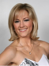 Blonde Short Straight Capless Human Hair Wigs With Bangs 12 Inches